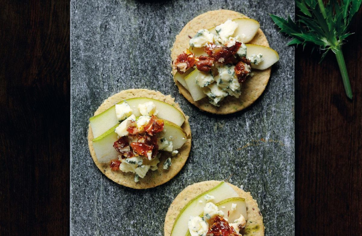 Stilton, Pear & Pecan Brittle Oat Crackers