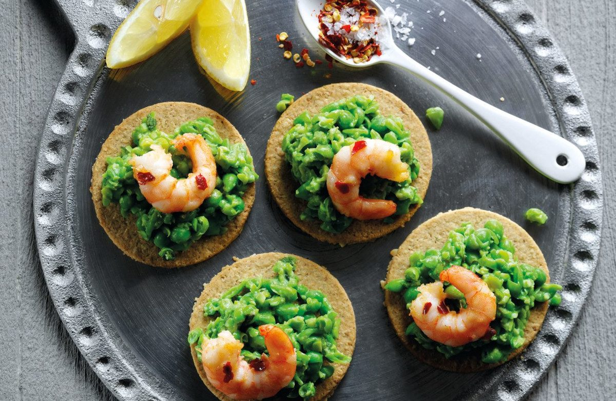 Mashed Pea with Butter Prawns Oat Crackers